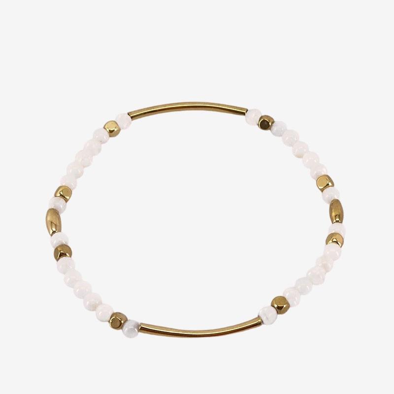 Bracelet élastique en nacre blanche. Pampilles en métal, or fin 24 cts. CHORANGE Créateur Bijoux Fantaisie à Cannes.