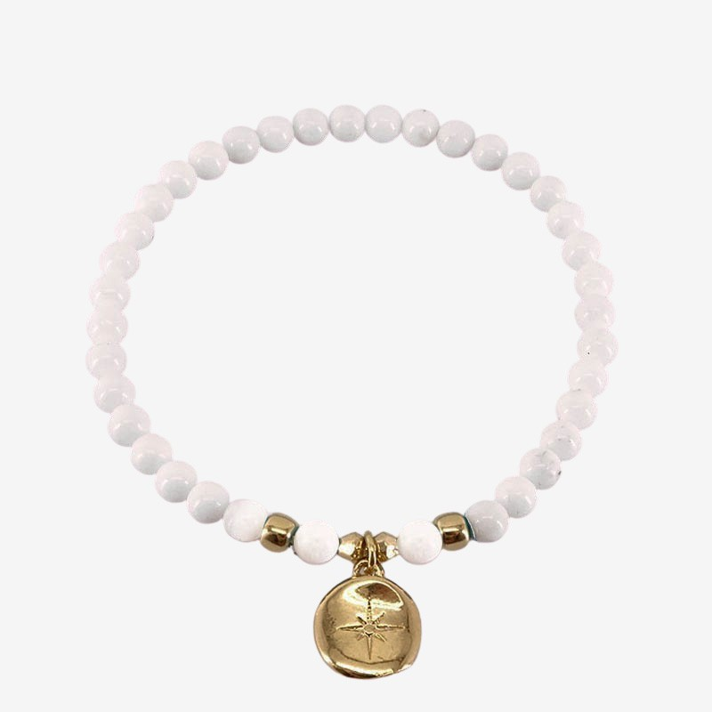 Stretch bracelet with a mother of pearl- this fashion jewellery is plated with fin gold 24 cts