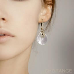 earring with natural MOP by Chorange french fashion jewels
