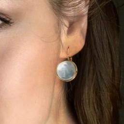 boucles d'oreilles en dormeuse dorée nacre blanche Créateur Bijoux Fantaisie.