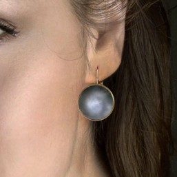 sleeper earring with mother of pearl cabochon  chorange plated fine gold
