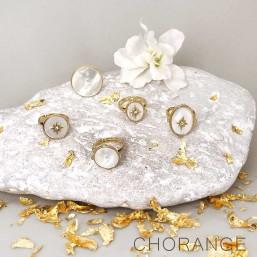 bagues réglables, nacre et dorées par Chorange créateur de bijoux fantaisie -made in France