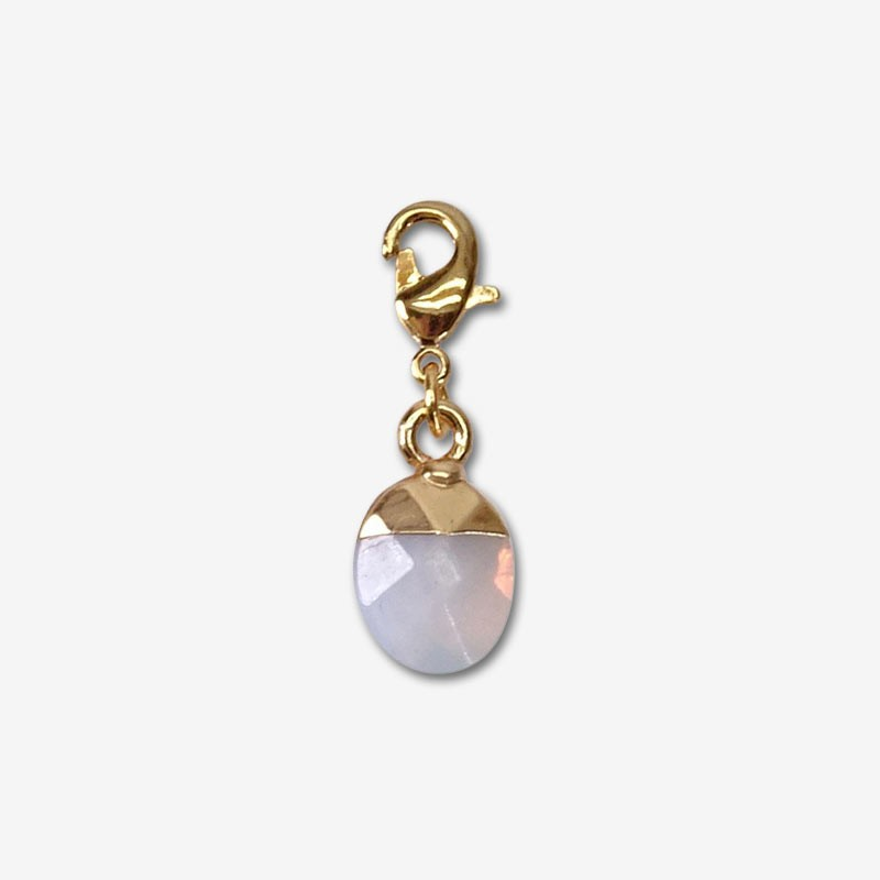 chams en pierre naturelle et métal plaqué or pour les attacher à votre collier ou bracelet fantaisie .fabriqué à Cannes-opalite