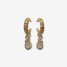 Petites boucles d'oreilles créoles plaquées or fin 24 carats.