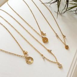 collier plaqué or avec pampille ronde de 6mm avec ses zircons et deux pampilles avec strass en cristal swarovsky