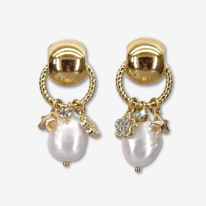 Boucle d'oreille créole à pampilles, nacre blanche, or 24cts, Sans Nickel. Chorange Créateur Bijoux Fantaisie.