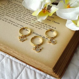 bague réglable avec ses pampilles dorées crée par Chorange bijoux fantaisie