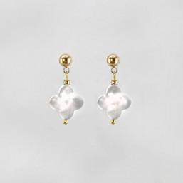Boucles d'oreilles, nacre blanche, doré or 24 cts, Sans Nickel. Fabriquées en France. Chorange Créateur Bijoux Fantaisie.